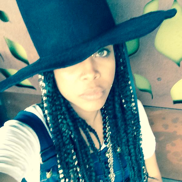 EVENING LAUGHS: Erykah Badu Gives Funny News Interview While Stranded At Dallas Airport