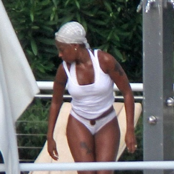Nude blige bikini j Mary