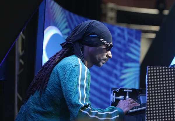 DJ Snoop Dogg!