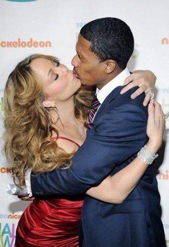 nick_mariah_kiss.jpg