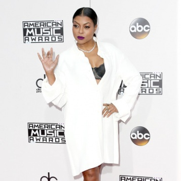 Taraji P. Henson Sexes Up The AMAs Red Carpet In The Simplest Way